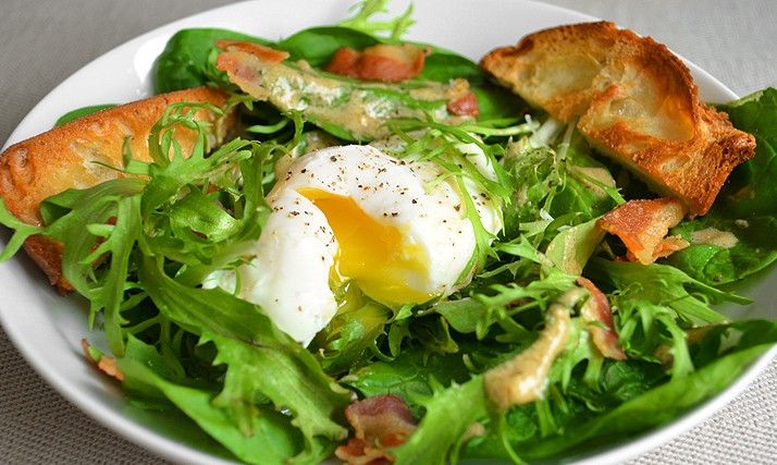 honeygood_poachedegg_spinach_frisee_salad_