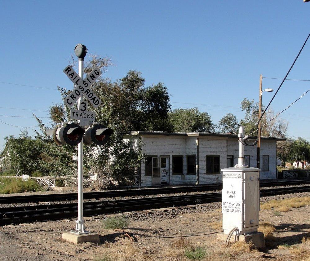 DesertMoonHotelRVPark_trainStation.JPG