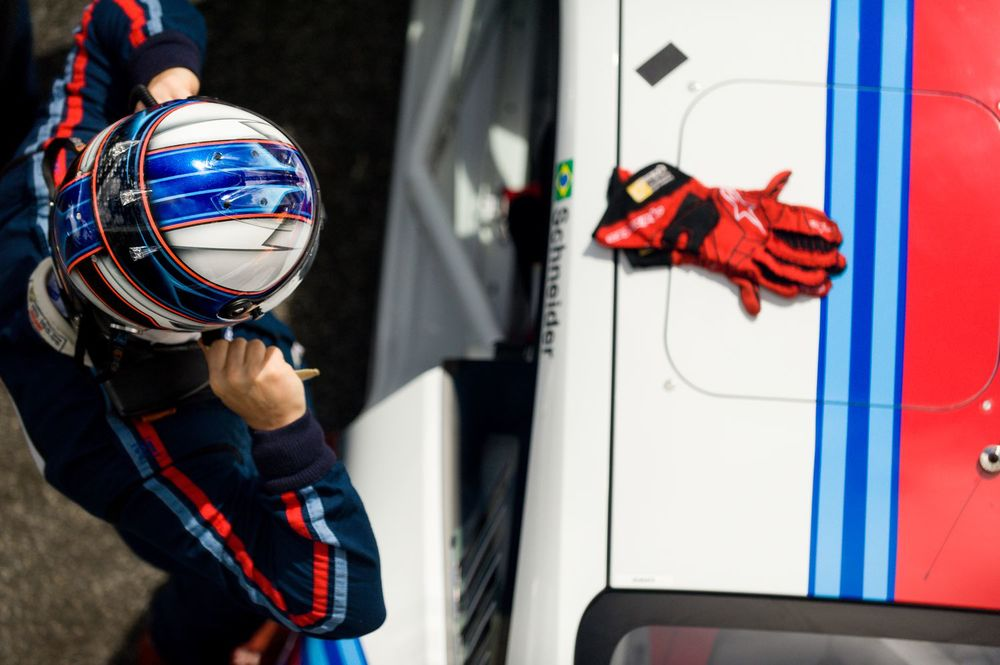 Schneider preparing all up to get inside his Porsche 911 for the 1st race of 2014 of Porsche GT3 Challenge Cup Brasil in Estoril Circuit