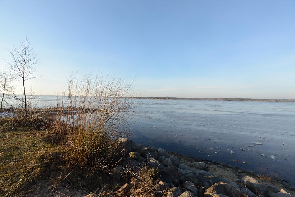 センターから10分歩けば広大な湖が。夏にはここでキャンプも行われ、こども達は泳ぐこともできる。