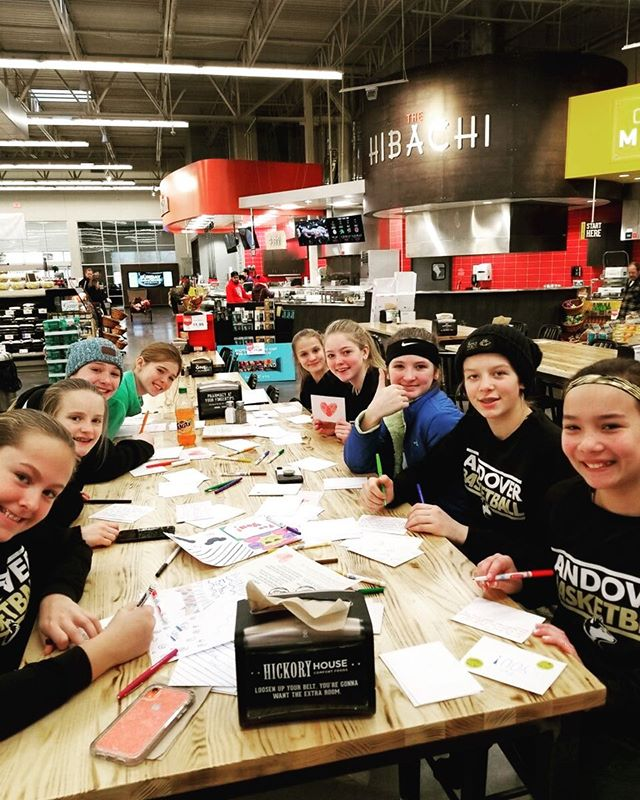 Shout to our teen volunteers! This Andover basketball team gathered to create 100 notecards for teens facing chronic illnesses. Each notecard is special and is placed in a PABS PACK. Thanks for having our back! #pabspacks #teensgivingback #teenservice #wegotyourback