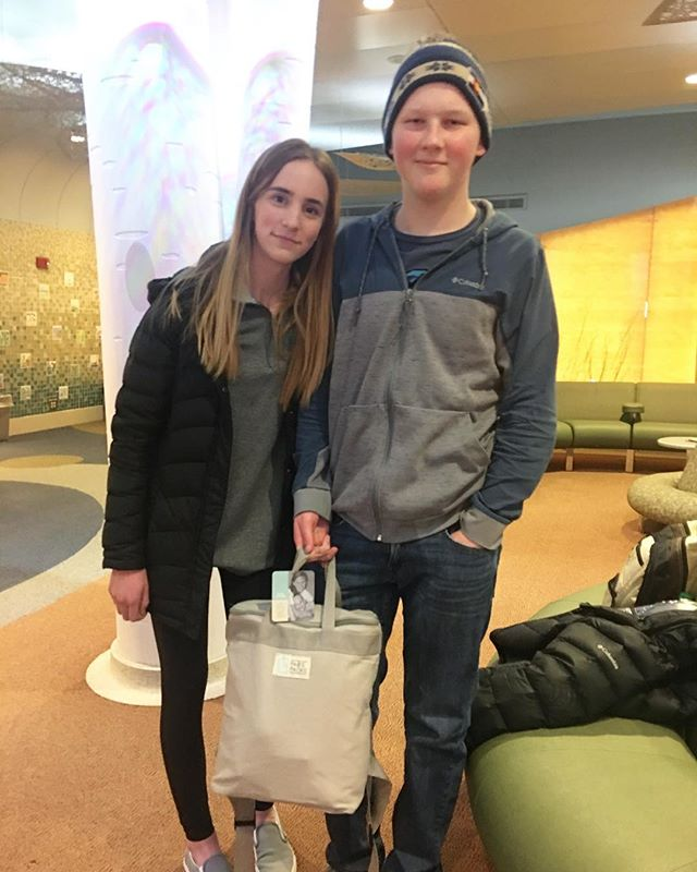 Meet Sam. Our Teen Ambassador, @lauren_olson21, went to visit her friend receiving treatment at @mayoclinic today and brought him his very own PAB'S PACK! Sending you lots of love and comfort, Sam! 💕 #pabspacks #comfort #teensgiveback #teensdoinggood #wevegotyourback