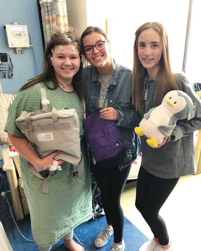We celebrated St Patrick's Day with teens at @childrensmn doing art activities and handing out PAB'S PACKS! We also got to spend some time with this amazing teen Kennedy!Kennedy loved her soft fleece blanket and her Pabby the penguin! We've got your back Kennedy #pabspacks #wevegotyourback #teensgivingback