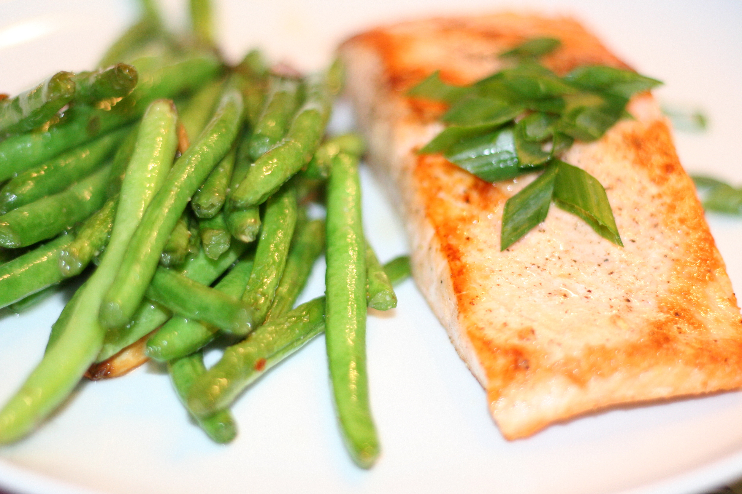 Seared Salmon with Garlicky Green Beans