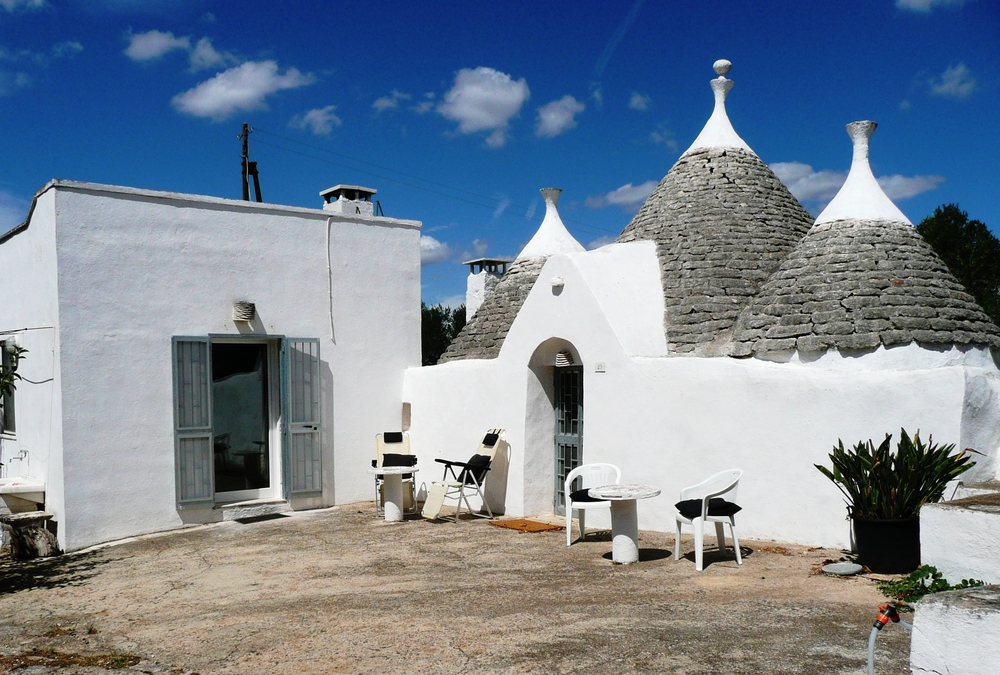 Lamia & adjacent trullo