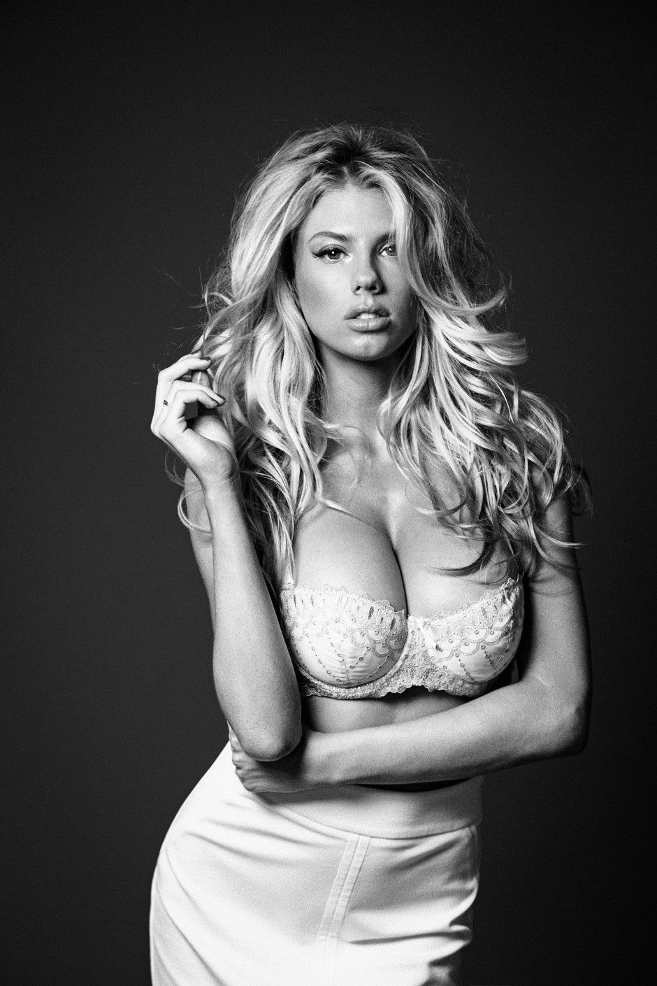 charlotte-mckinney-hottest-photos-18.jpg