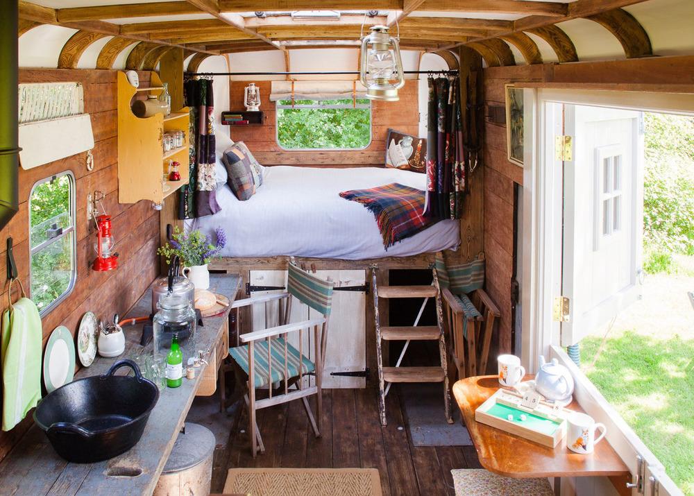 horseboxhotel2.jpg