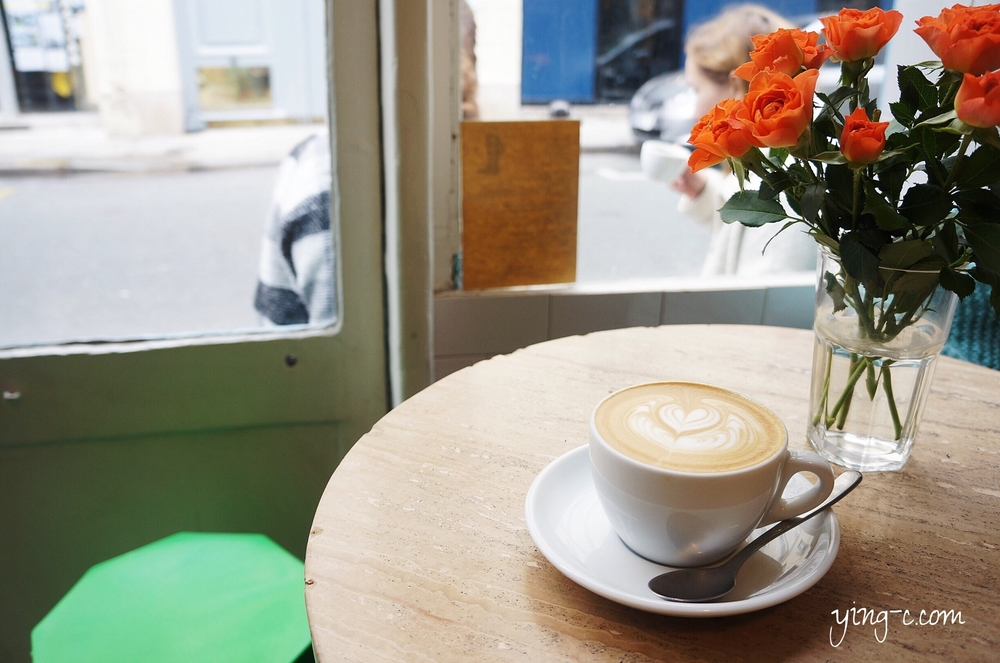 beautiful flowers, good coffee, and cheerful mood, what to ask more?  鮮花、咖啡、好心情,還想再來些甚麼嗎?