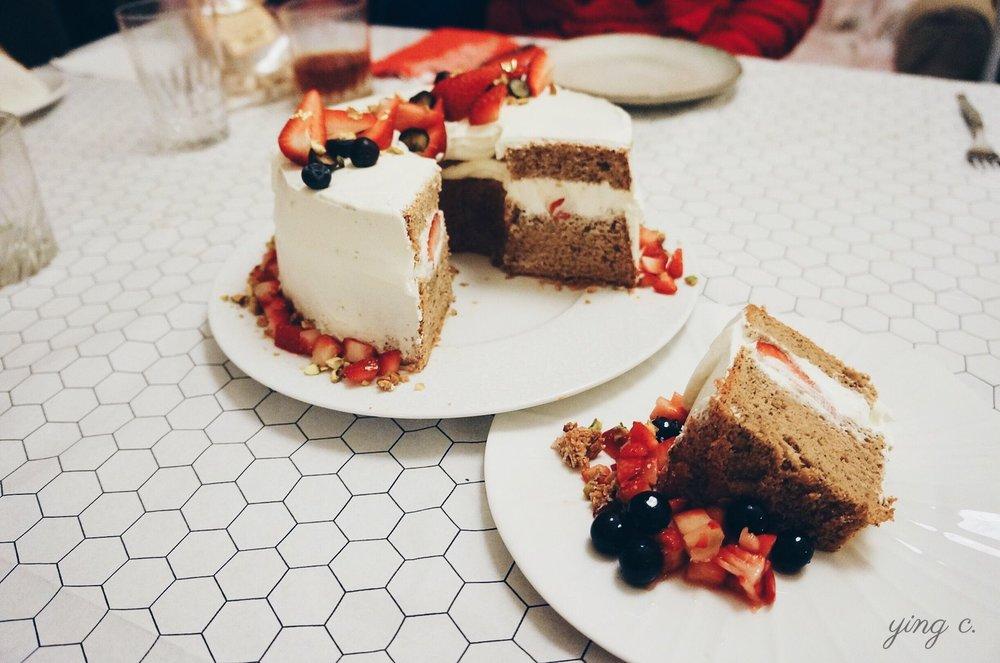 圖4. 我為了聖誕節的晚餐聚會而做的草莓伯爵茶戚風蛋糕。