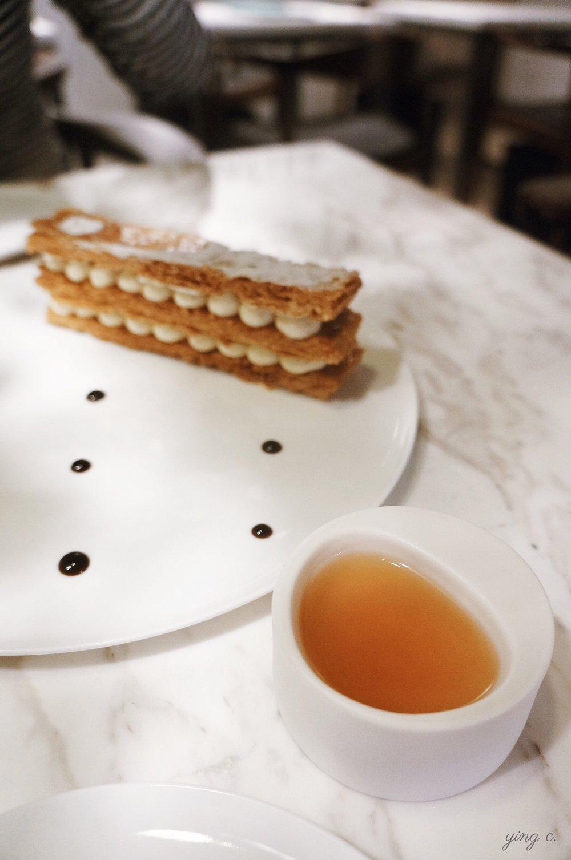 畬軒特地為我保留了一份現做的香草千層派,前面是讓我喝了一口就驚呼不已的「2015柒月 九韻紅玉」紅茶。