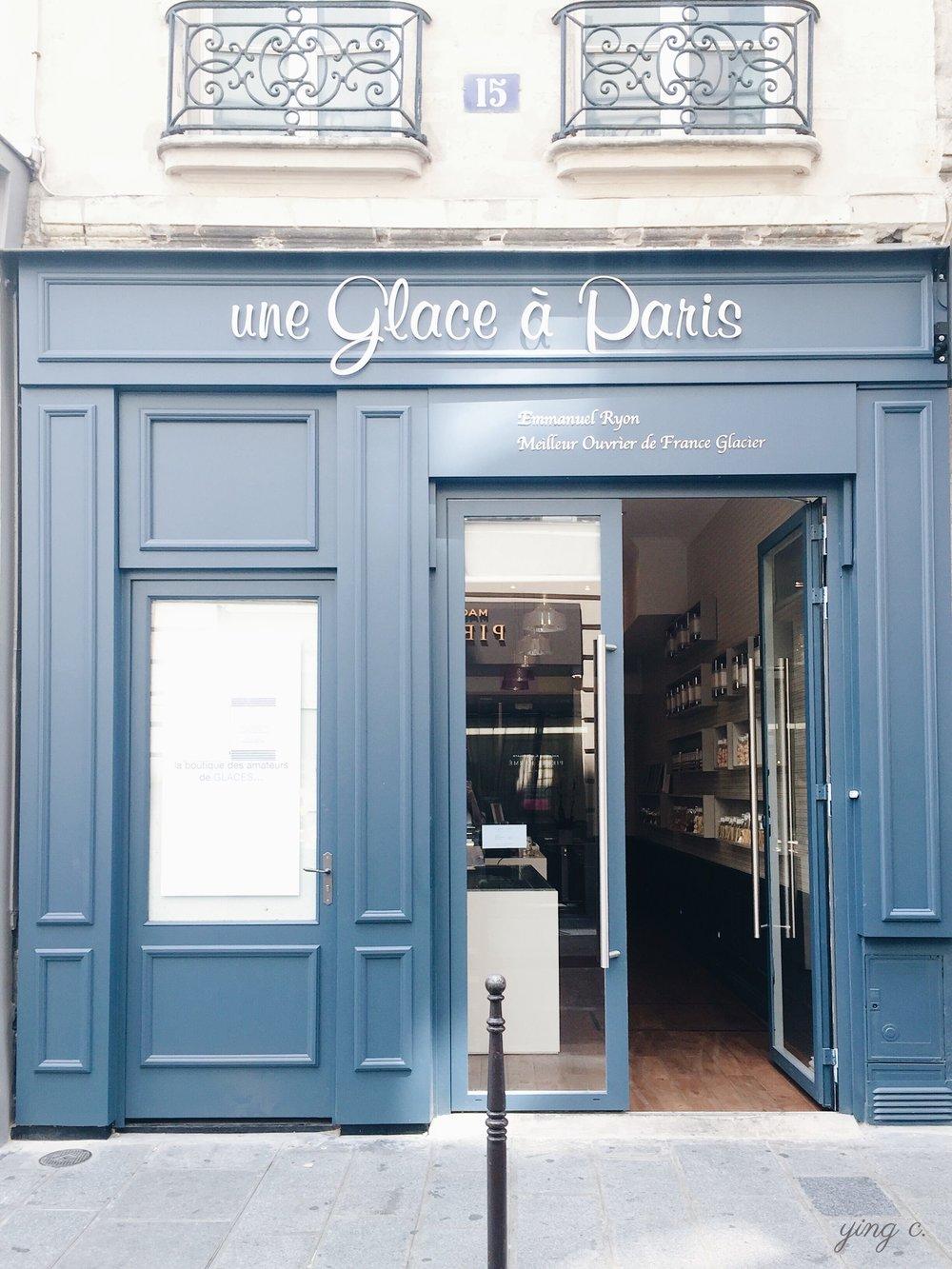 藏身瑪黑區,Une Glace à Paris有著水藍色的可愛店面。