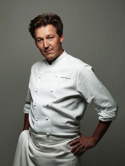 在比利時與法國都非常知名的巧克力大師Pierre Marcolini。他曾於1995年率領比利時隊獲得甜點世界盃( Coupe de Monde de la Pâtisserie )冠軍,並於2000年獲得歐洲甜點冠軍(Champion d'Europe de Pâtisserie)。他在巴黎甜點屆非常活躍,也是知名甜點競賽節目Qui sera le prochain grand pâtissier?的固定評審之一。(圖片來源: Le Figaro )