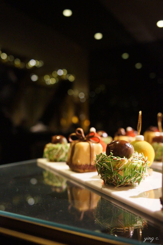 「Marron dans sa bogue」造型逼真細膩的帶殼栗子造型蛋糕。