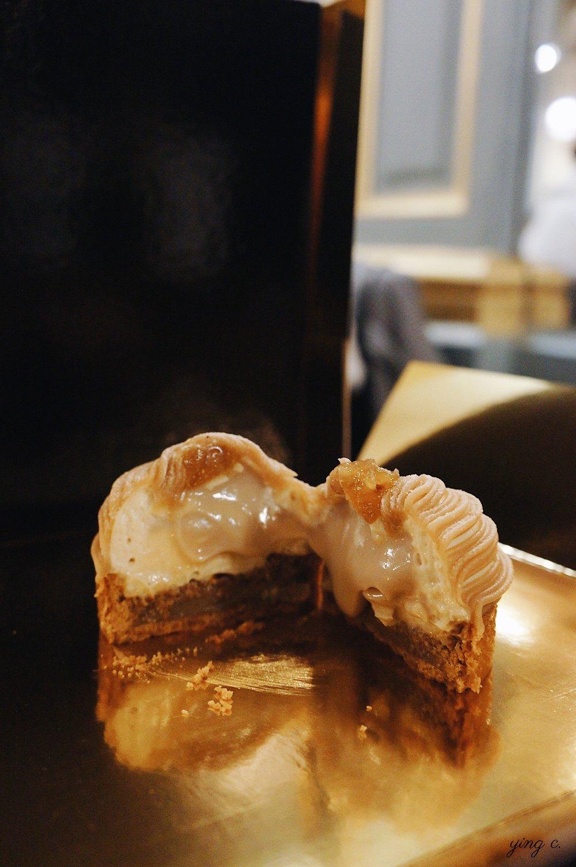 tarte Mont-Blanc cross-dimensional shot.