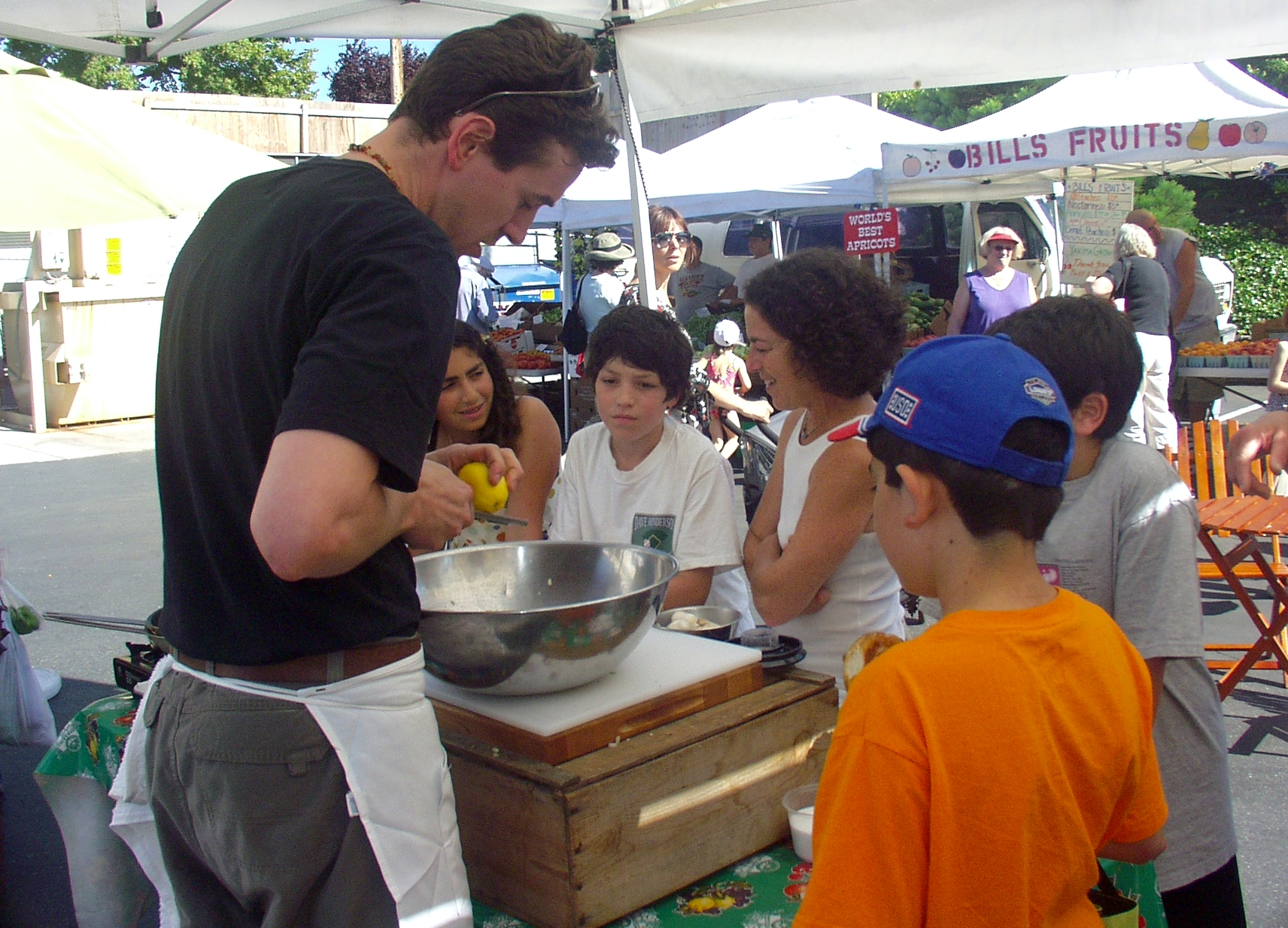 Chef Dustin Ronspies of Art of the Table with a spellbound audience at the Walllingford Farmers Market in 2008. Photo copyright 2008 by Zachary D. Lyons.