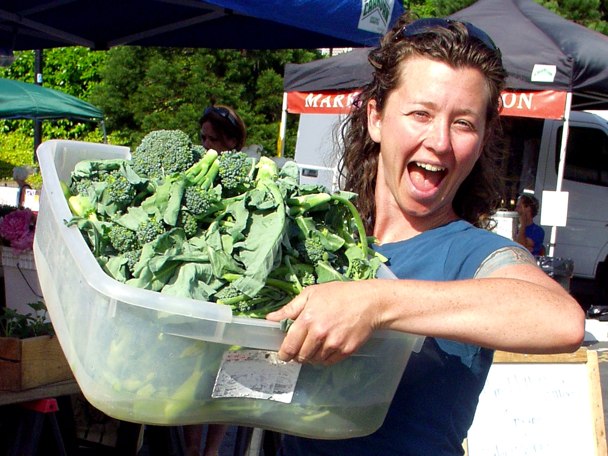 Carrie from Alm Hill Gardens shows off their gorgeous broccoli. Photo copyright 2009 by Zachary D. Lyons.
