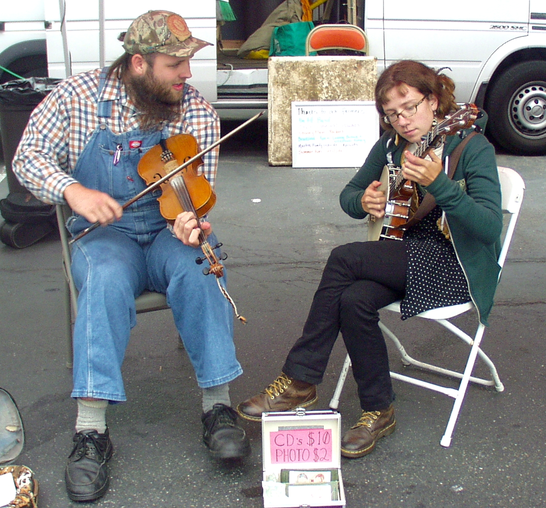 Fiddle Pie performing at Wallingford Farmers Market on July 8th. Photo copyright 2009 by Zachary D. Lyons.