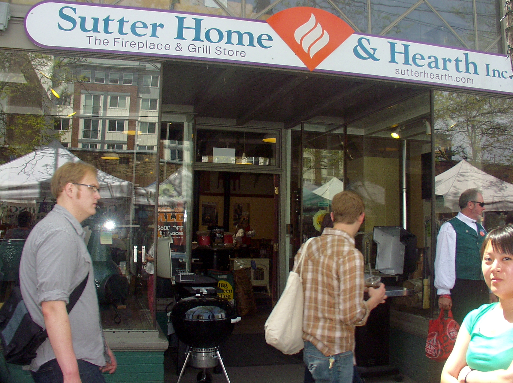 Sutter Home & Hearth on Ballard Avenue is now open during the Market. Photo copyright 2009 by Zachary D. Lyons.