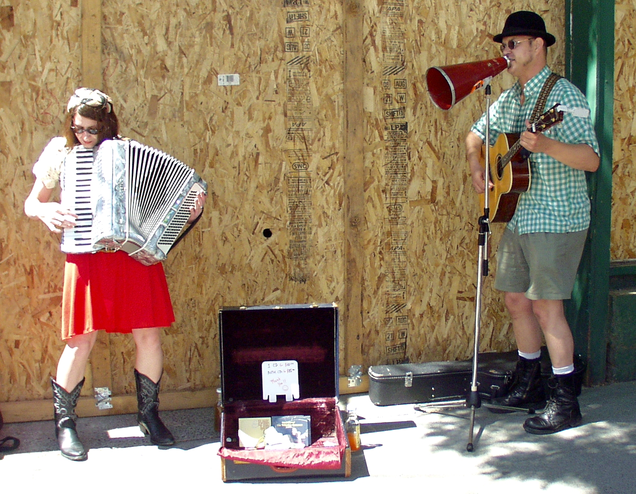 Erin Jordan and Robert Rial performing at the Ballard Farmers Market on July 19, 2009. Photo copyright 2009 by Zachary D. Lyons.