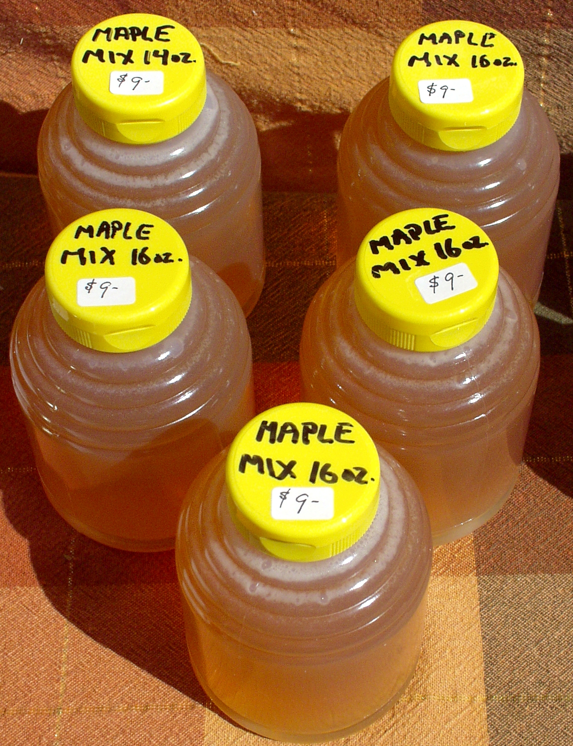 Maple Mix honey from Golden Harvest. Photo copyright 2009 by Zachary D. Lyons.