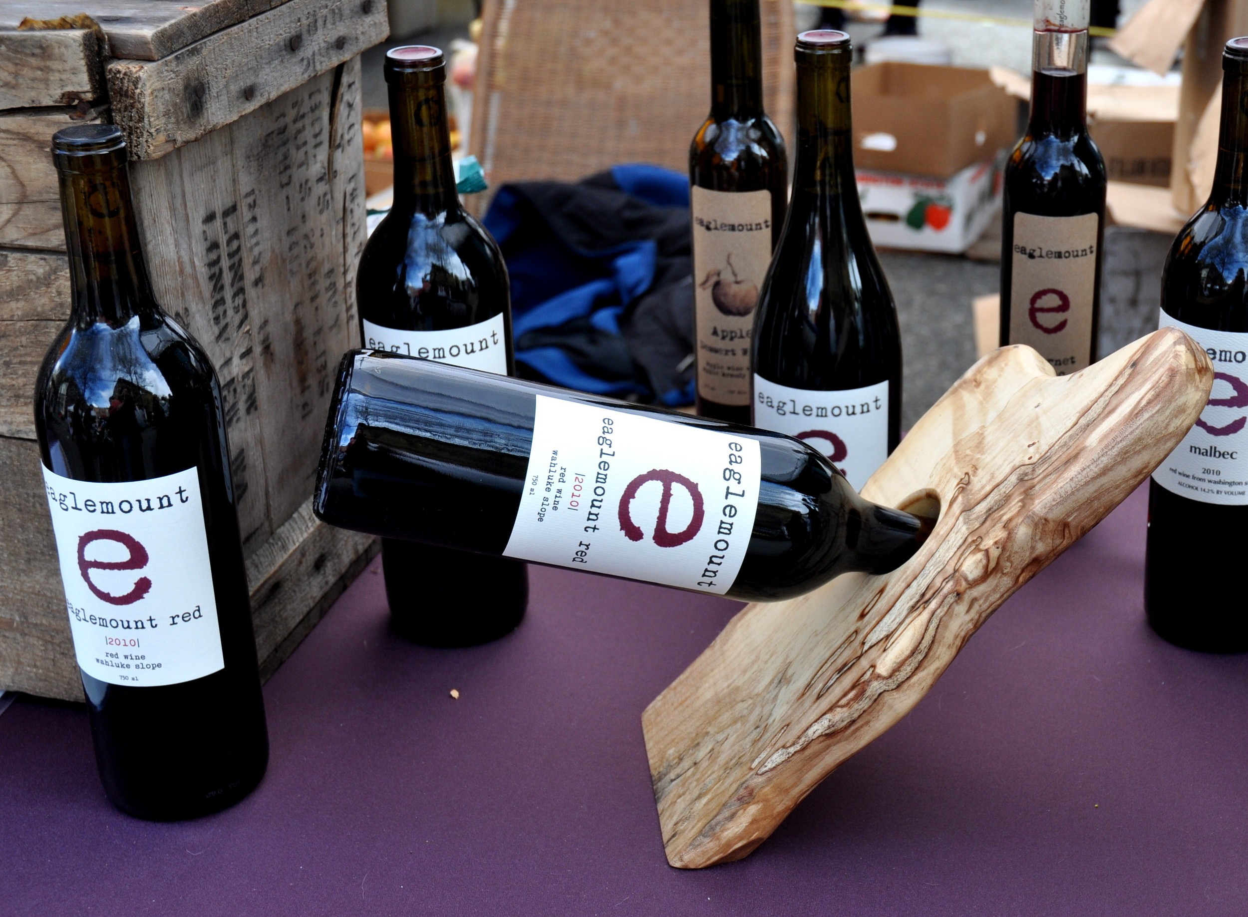 Eaglemount Red Wine defies gravityat Ballard Farmers Market! Copyright Zachary D. Lyons.