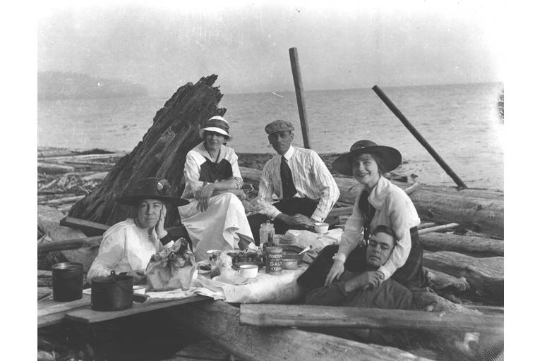 Beach picnic below Magnolia Bluff, circa 1915. Photo: H. Ambrose Kiehl, courtesy of University of Washington Libraries, Digital Collection.