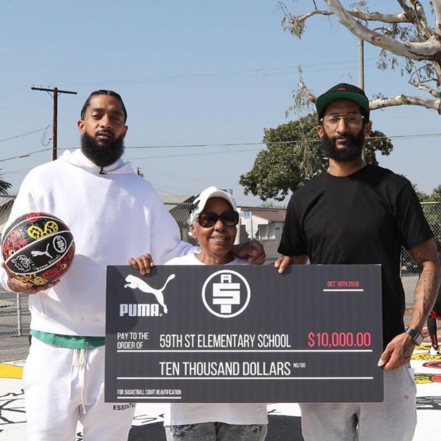 "Great news from our brother @nipseyhussle 🗣 ""We Refurbished and Re Painted the basketball courts at 59th Street Elementary School w @drewvisuals and Donated 10k on behalf of @puma & @TheMarathonStore  I'm honored to be here in my hometown with PUMA to unveil the new look and feel of the basketball courts🙏🏾🏁 @richhomiechief & @cydlevaton thanks for putting together another great moment for the campaign."" - @nipseyhussle ✊🏿 #aroundthewaygirl  #hoodlove"