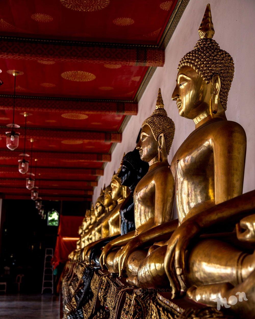 Buddhas line up