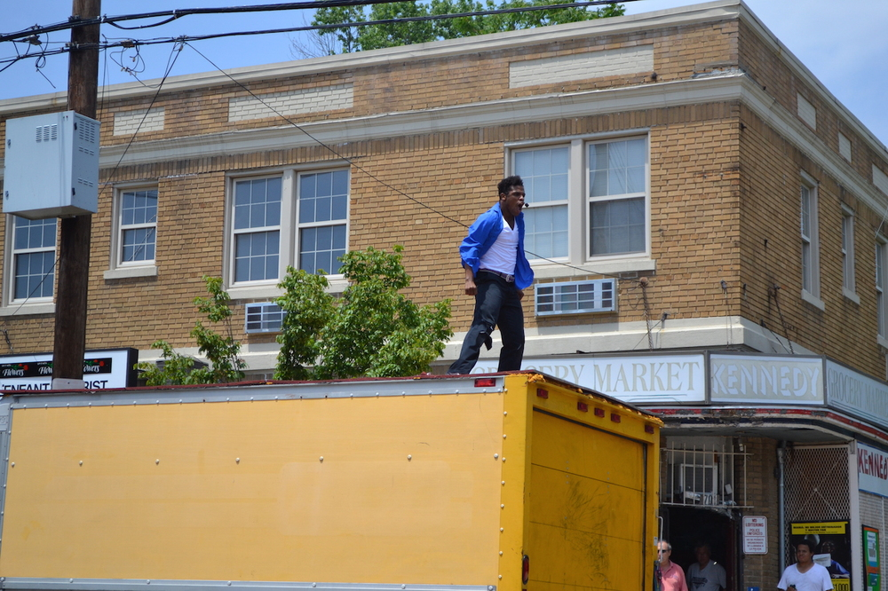 This guy... dancing like an amazing maniac on the top of the truck, along the street, moonwalking across the street and lip-syncing to Michael Jackson. I think this must have been the fan favorite of the day.