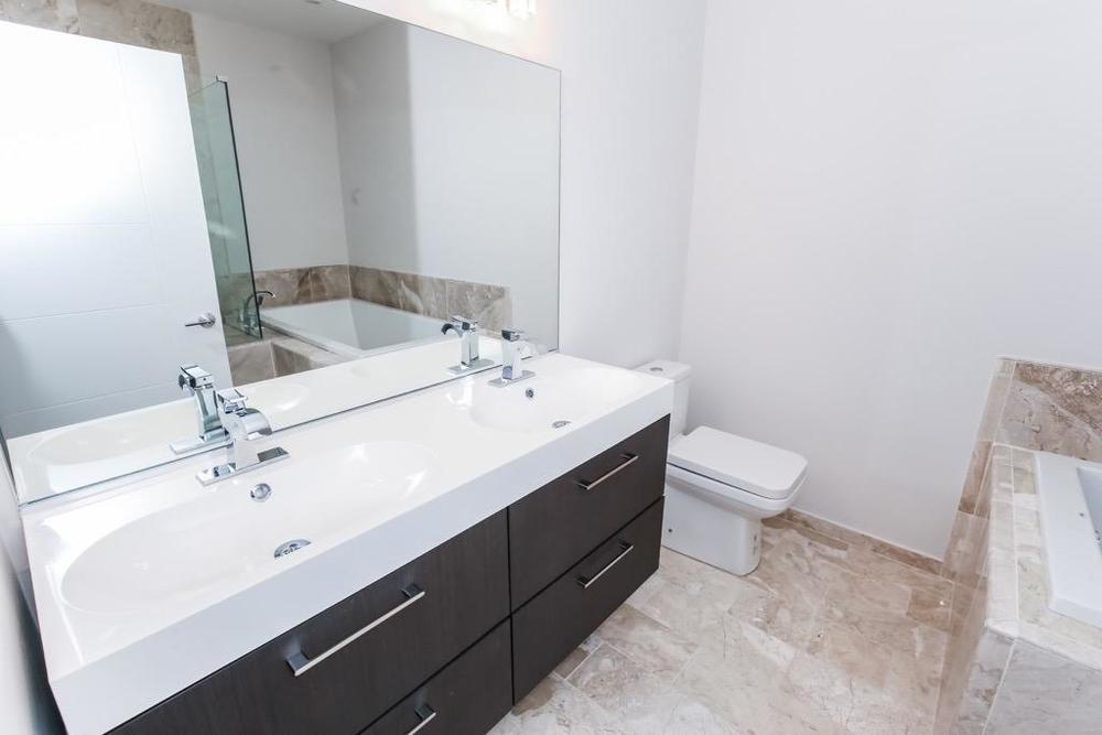 23 Master Bathroom - Unit 3.jpg