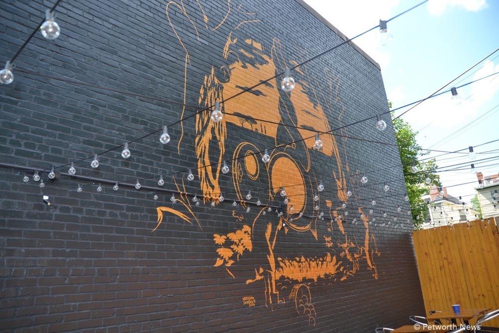 TH-mural1.JPG