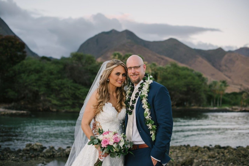 Petworth bus stop love stories can turn into dream Hawaii weddings.... (photo: Naomi Levit Photography)