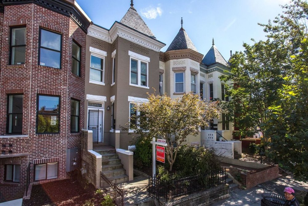 Large 5 bedroom home on 11th Street.