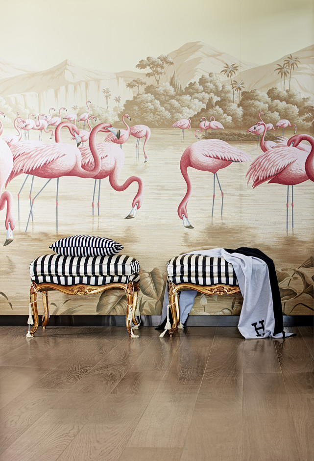 4 | Flamingos -  In the wild, flamingos always look like a bright, pink piece of art. At home, the find a place as part of our decor - and the trend isn't going anywhere in 2017.
