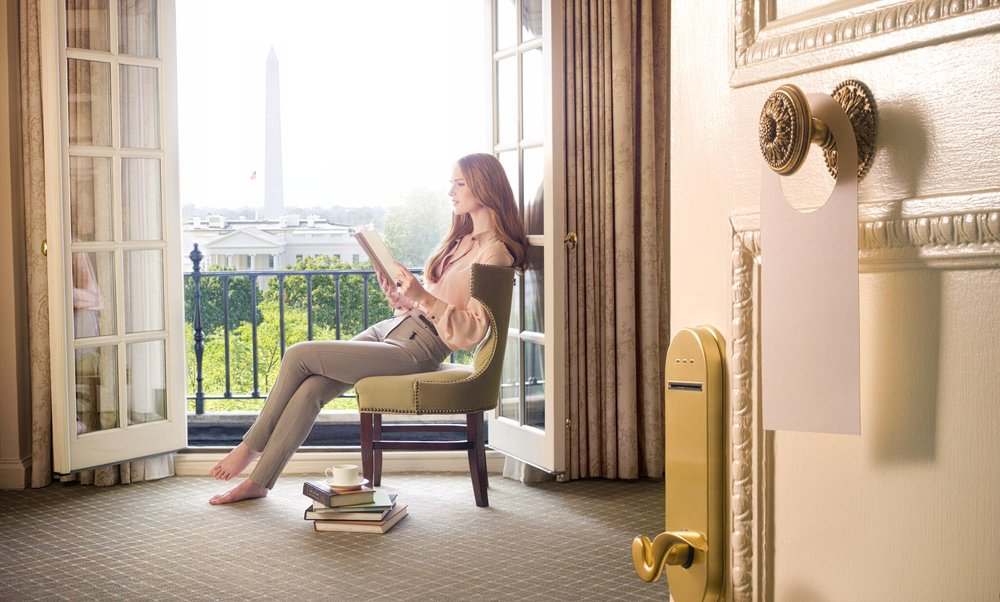 Suite with White House_preview.jpg
