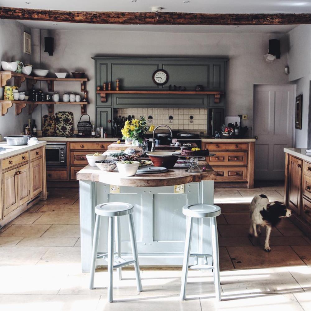 natural+wood+farmhouse+kitchen