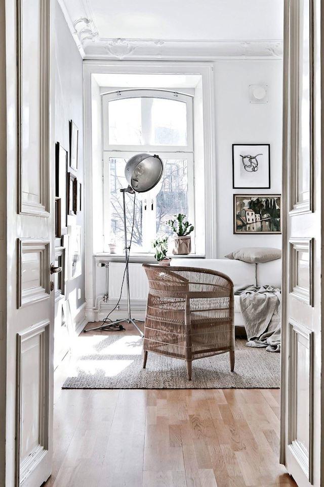 cozy-bedroom-light-floors-scandinavian-style