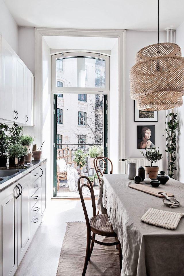 scandinavian-kitchen-linen-table-open-french-doors