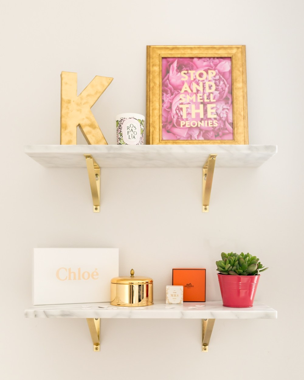 styling-marble-bookshelves-cute-office