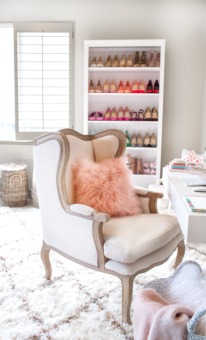 Fashion-blogger-s-feminine-home-office-8.jpg