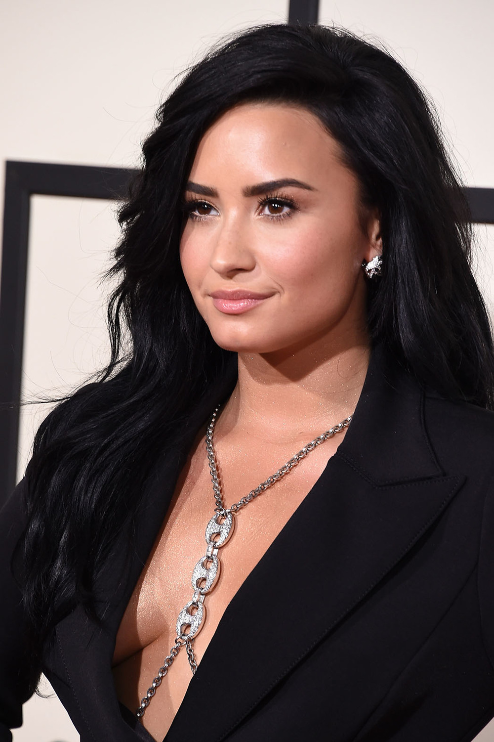 demi_lovato_body_chain.jpg