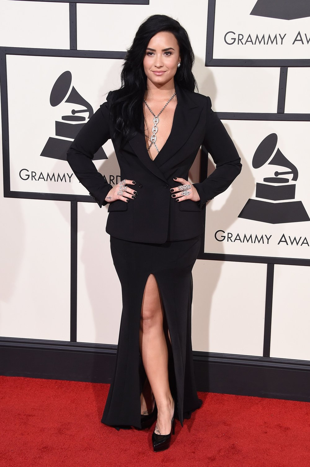 demi-lovato-grammys-red-carpet-2016.jpg