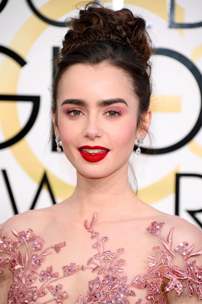 Lily Collins Earrings Golden Globes, more at www.elsacorsi.com