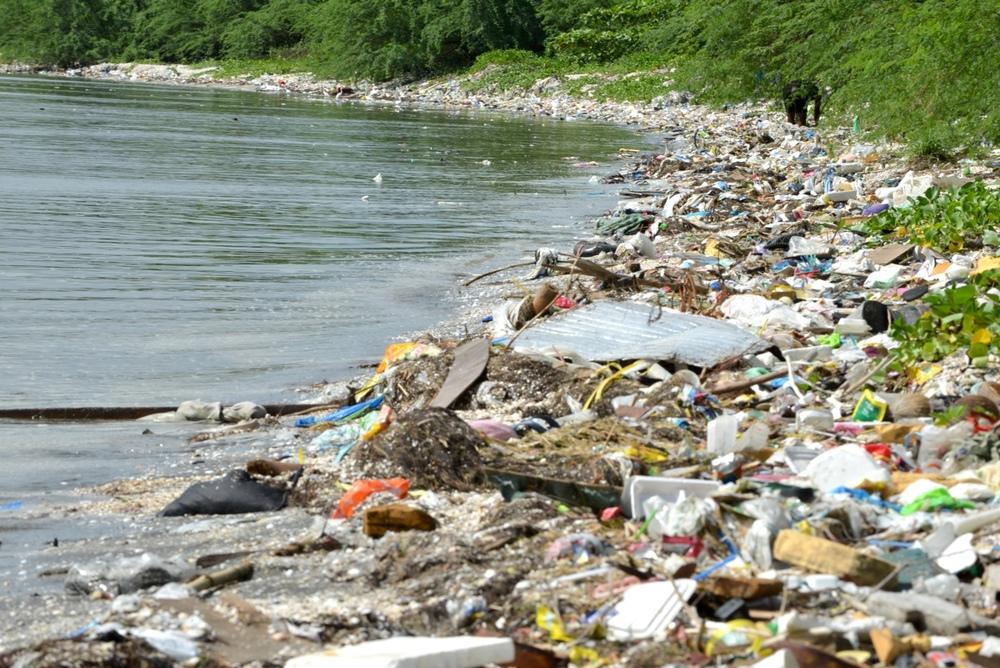 7.5Gryes-Plastic-beach.jpg