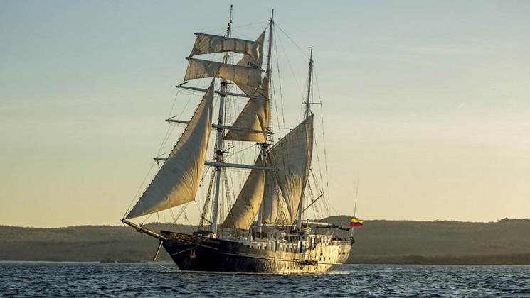 80_745_420_maryanne_galapagos_sailing_yacht_sailing_away_crp.jpg