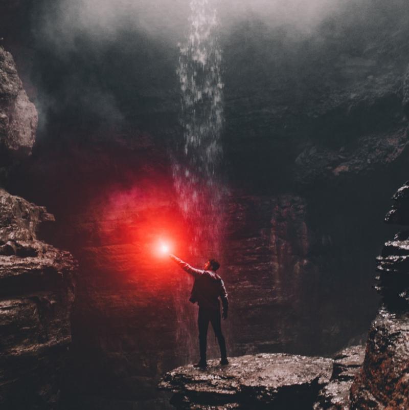 Zeit, Licht ins Dunkel zu bringen... Foto: Blake Cheek/Unsplash
