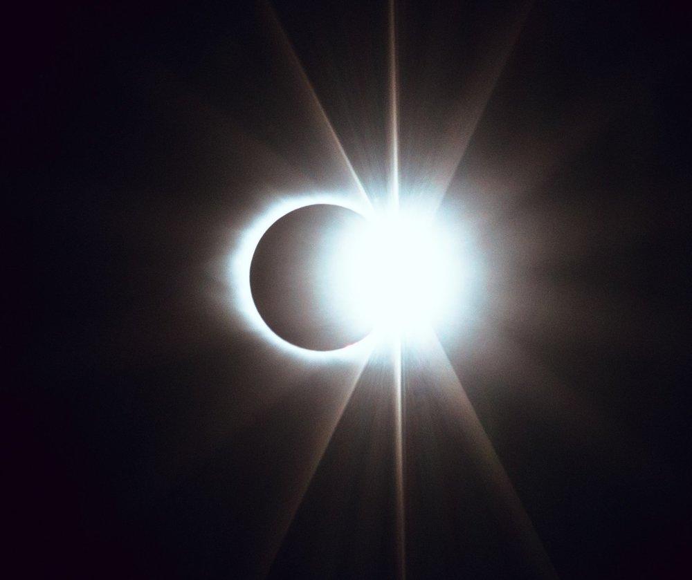 Die Magie einer Sonnenfinsternis… Foto: Matt Nelson/ Unsplash