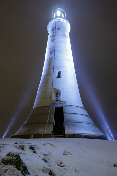 Hoad Mounument At Night As The Snow Falls