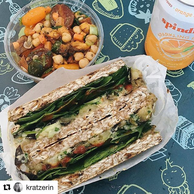 Meet the #combo - the whole package. Can one ask more than the perfect just-made #MatzahBrei, a fresh sunshine salad and a hydrating mango-orange #spindrift seltzer? You can play with it in so many ways! Any MatzahBrei, any salad, any drink. The story is yours to tell - so come on to #BroadwayBites and tell it! Open every day until 9pm ✨🌮🥑 . . @kratzerin 📸💛