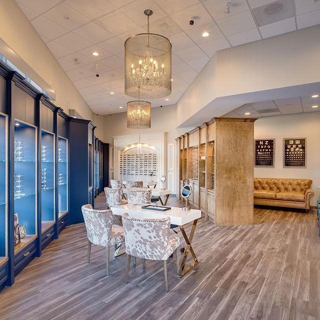 We love this gorgeous classic design at Grand Vision Optometry in #sanelijohills #sanmarcos #optometry #optician #glassesarecool #interiordesign #medicaldesign